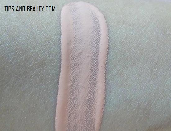 Revlon Touch and Glow Foundation Moisturising Makeup Golden Mist Review