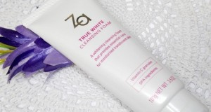 Za True White Cleansing Foam face wash review price