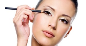 How to apply kajal perfectly on the eyes