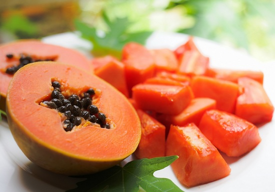 ayurvedic methods for skin whitehing at home with papaya