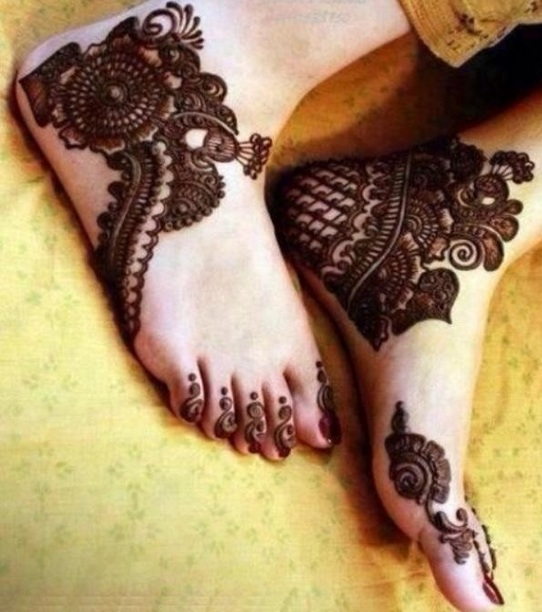 mehendi design side ankle
