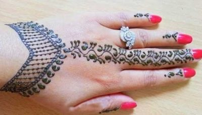 Diamond Inspired Bracelet mehndi design