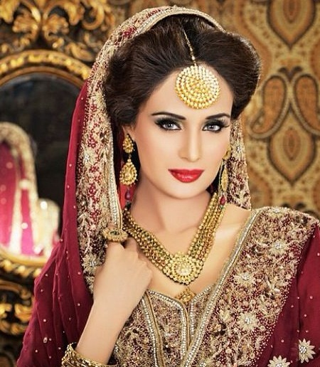 Hindu Bridal Hairstyles 14 Safe Hairdos For The Modern: 15 Latest Mang Tika Designs For Brides