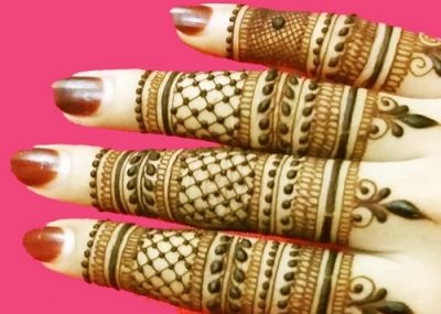 Parallel Lined Back Mehndi Design Of Fingers