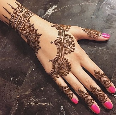 Beautiful Semi Circular Punjabi Mehndi Design