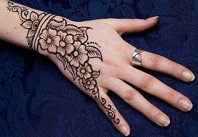 Single Line Eid Mehndi Pattern