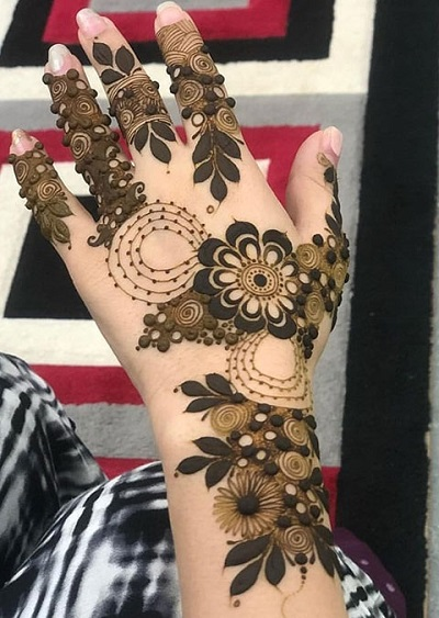 Thick filled Floral Pattern Mehndi