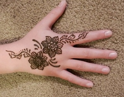simple mehndi design for baby girl