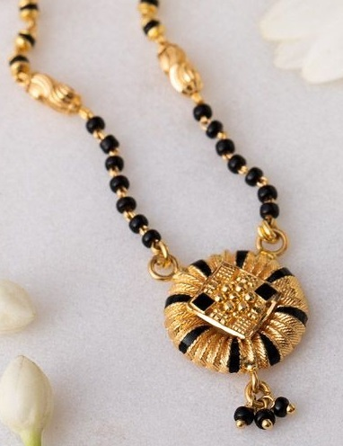 Stylish Mangalsutra With Gold And Black Enamelling