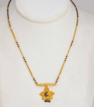 Clustered Side Chain with black beads Mangalsutra