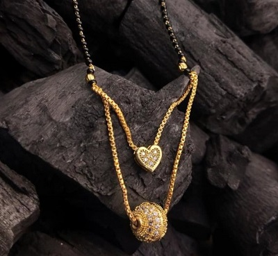 Gold And Heart Shaped Mangalsutra Pattern