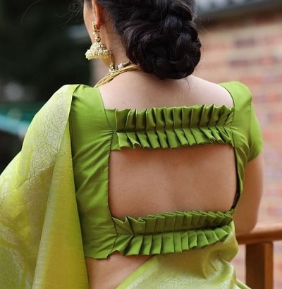 Pleated Pattern At The Back Design