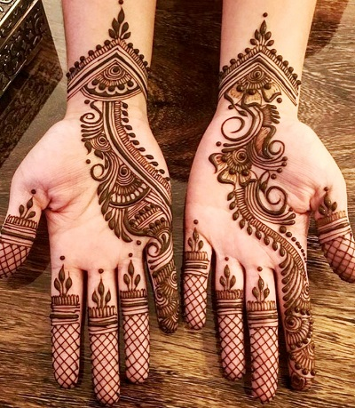 Front Mehndi With Beautiful Curvy Pattern