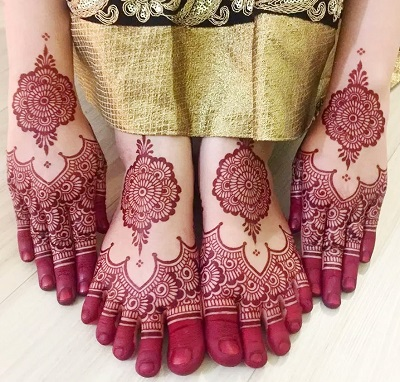 Matching Design For Back Hand And Foot Mehndi