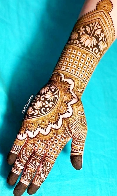 Stylish Mehndi With Lotus Flower And Intricate Design