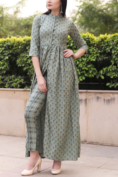 Long centre slit kurta with matching trousers and buttons