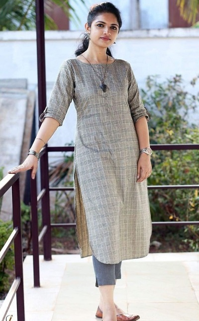 Boat neckline long kurta with cropped pants