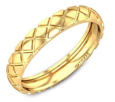 Embossed Design Of Men's Gold Ring Band