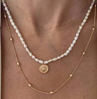 Pearl and gold necklace for women for everyday use