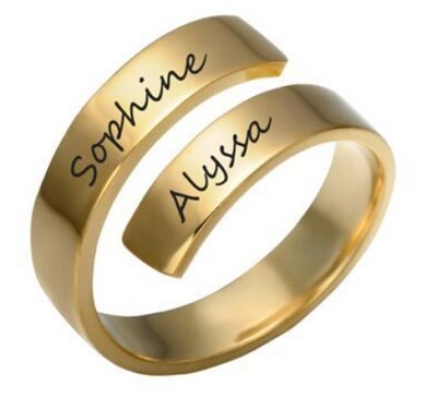 Spiral Overlapping Band Name Ring Design