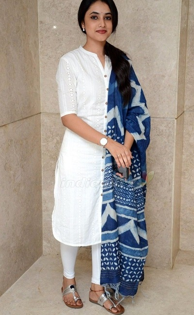 White Long Kurta With Leggings And Printed Dupatta For Office