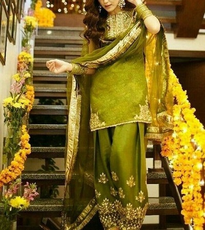 Green Embroidered Mehndi Function Dress For Brides