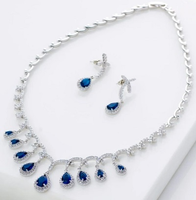 Luxurious Necklace With Matching Earrings For Office Parties