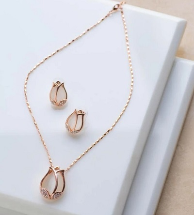 Pendant and chain necklace with matching earrings