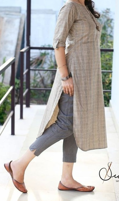 Ankle length pant with side cut in Denim fabric